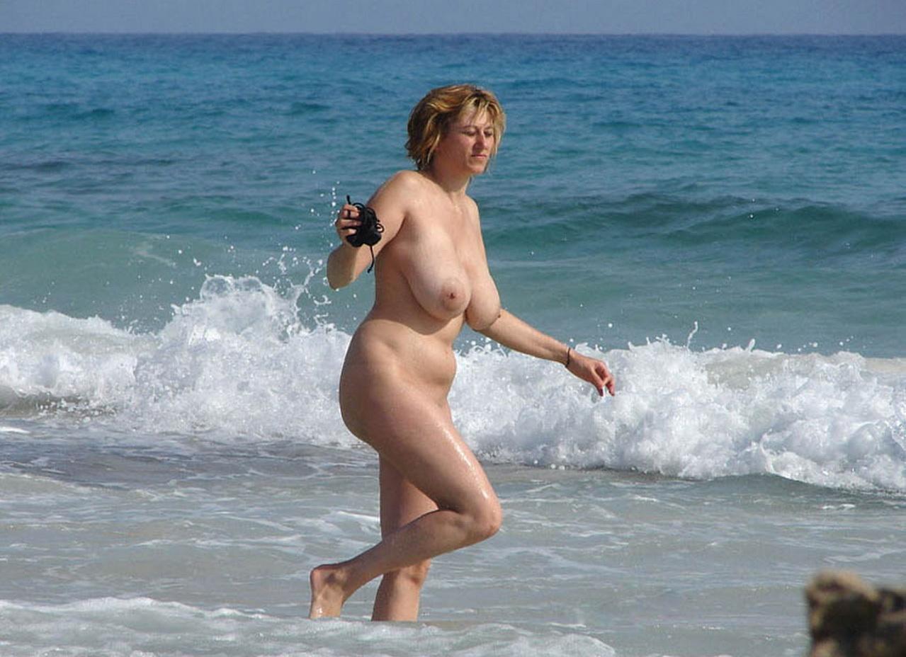 Перерыв русские сиськи на пляже свою