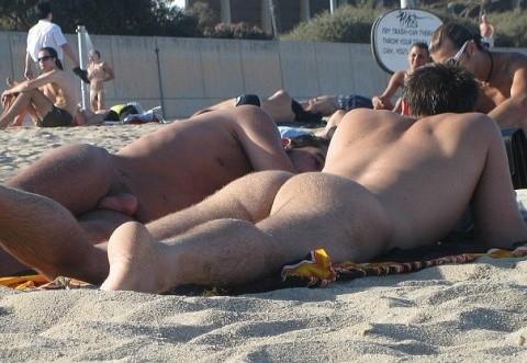 фото нудистов геев